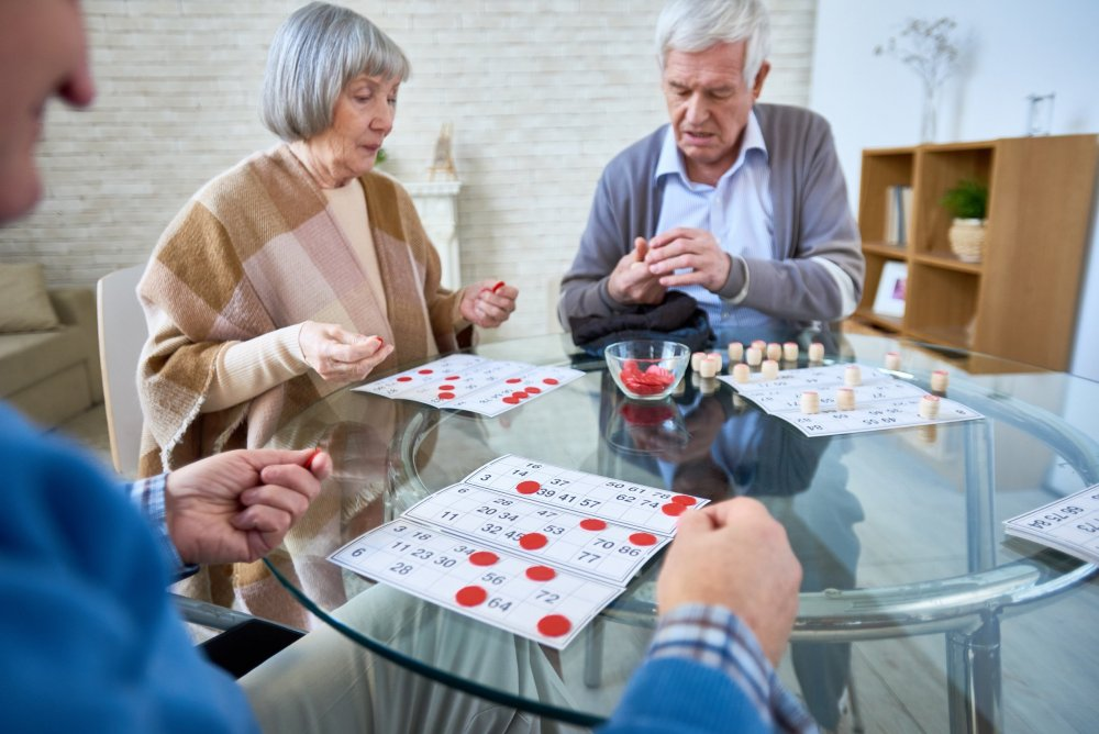 group of senior people playing lotto 9GNCZR5 1 scaled e1582082531266